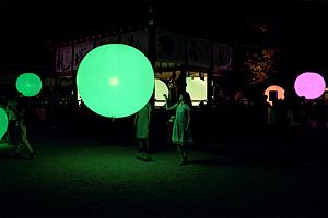 Resonating Spheres by teamLab)